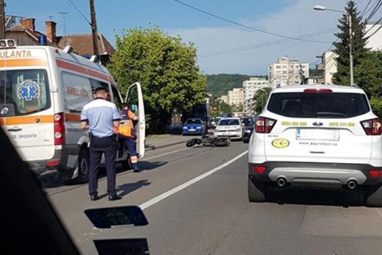 Accident în cartierul Grigorescu. Un motociclist a fost rănit FOTO