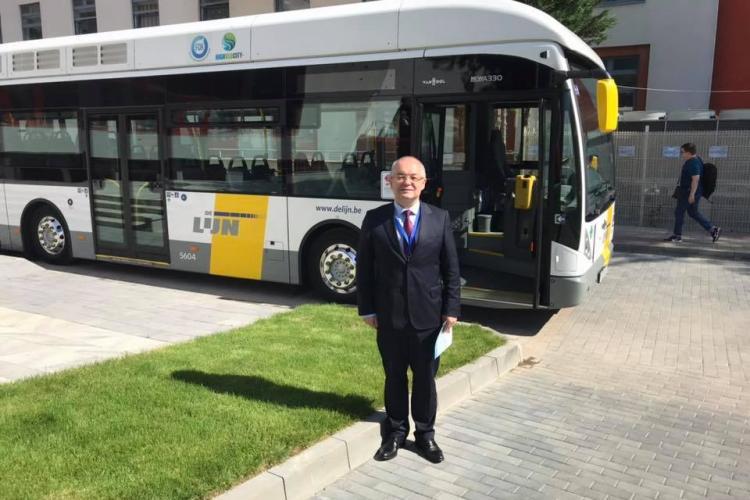 Boc a văzut un autobuz un hidrogen la București și vrea și pentru Cluj. Deja am depășit epoca electric