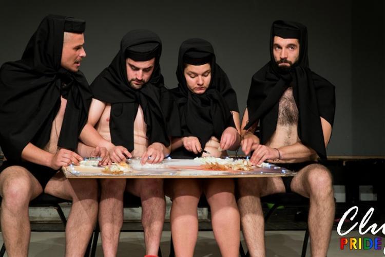Patriarhia Română, revoltată după ce la Cluj actorii dintr-un spectacol au tăiat ceapă pe o icoană cu Hristos