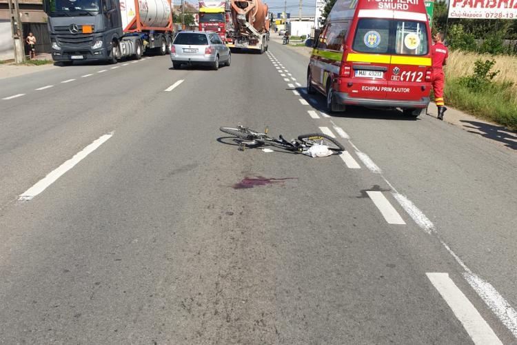 CLUJ: Un biciclist a ajuns în stare gravă la spital după ce a fost lovit de mașină FOTO