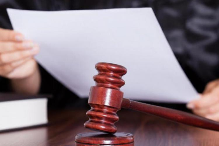 Cluj: Ordin de protecție emis împotriva unui tată pentru violență psihică. Trebuie să stea la 100 de metri de fetiță