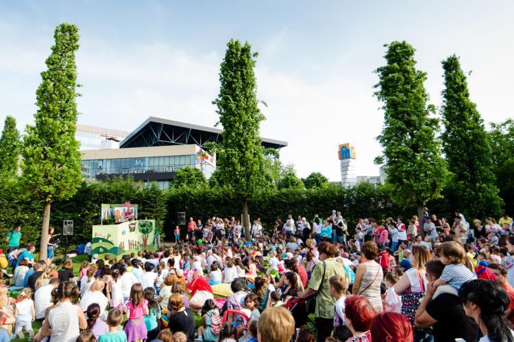 O zi de vineri, în Iulius Parc: Teatru de păpuși și cinema în aer liber