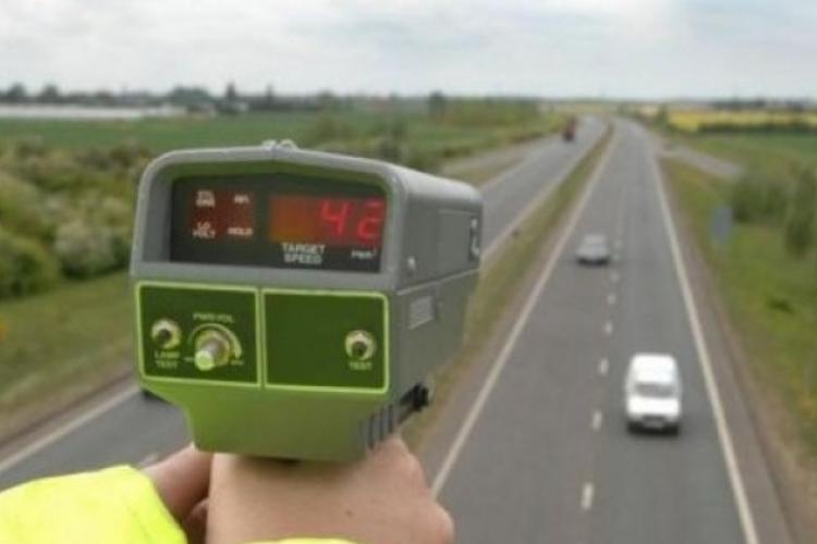 CLUJ: Razie pe drumurile naționale pentru a depista vitezomanii. Zeci de șoferi au fost amendați în doar câteva ore