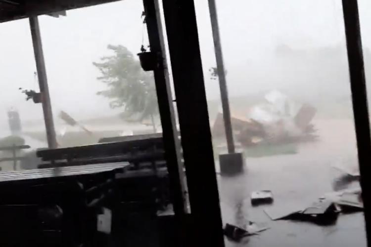 CLUJ: Furtuna a făcut dezastru la Parcul Balnear Toroc VIDEO