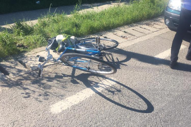 CLUJ: Biciclist de 72 de ani lovit de mașină. Victima s-a urcat băută pe bicicletă