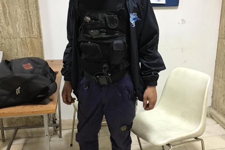 Falsul jandarm prins la Cluj era și spărgător de locuințe. Furase bunuri de 6.000 lei