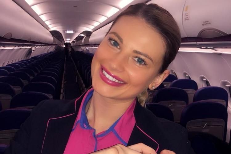 Stewardesa Gabriela Roşu este cunoscută deja în toată țara pentru gestul ei: Să fii om bun nu costă