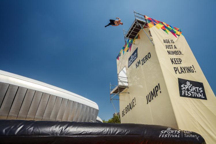 SPORTS FESTIVAL - Premiera vineri cu AIRBAG JUMP DEMO. Clujenii pot sări și ei de la 16 metri - FOTO