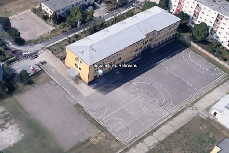 Elevii de la Liviu Rebreanu vor să reabiliteze baza sportivă a școlii și adună donații. Cum îi puteți ajuta