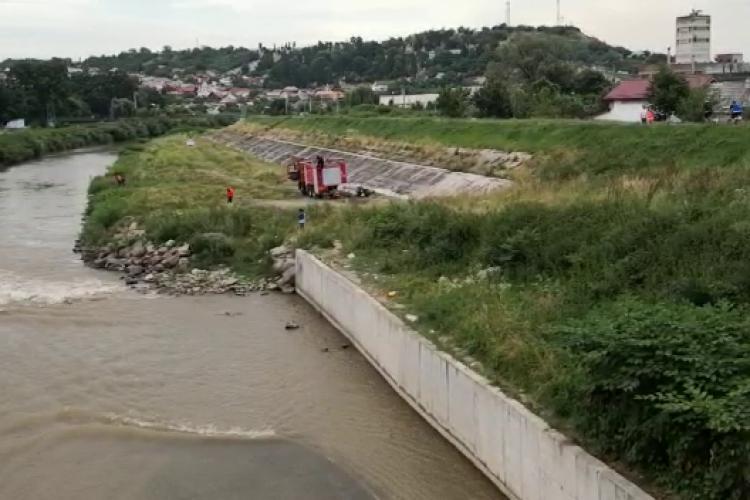 Turda: Un bărbat beat s-a aruncat în Arieș - VIDEO