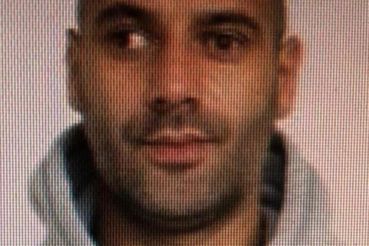 Criminal în libertate, în România, după ce a omorât o persoană și a rănit alte patru! I-a înjunghiat pe stradă