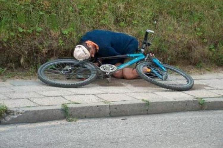 Cluj: Bicicliști beau și circulă fără probleme pe drumurile publice