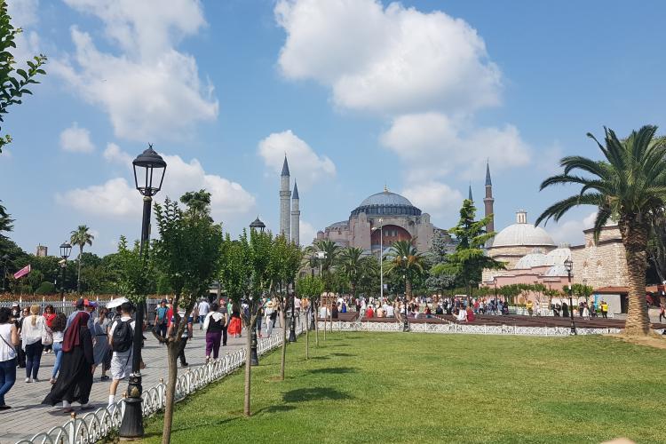De ce să mergi în vacanță la Istanbul? Palatul Topkapî, Sfânta Sofia și Moscheea Albastră câteva motive. Shoppingul nu este de neglijat - FOTO / VIDEO