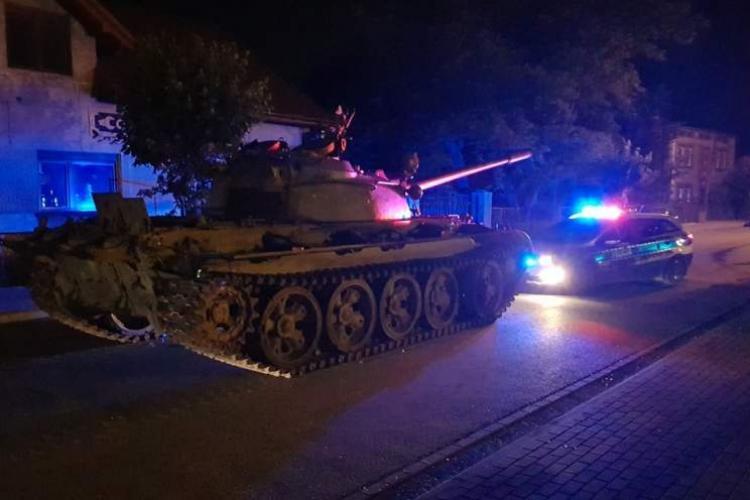 VIDEO VIRAL Un polonez s-a îmbătat și a început să se plimbe cu un tanc pe drumurile publice