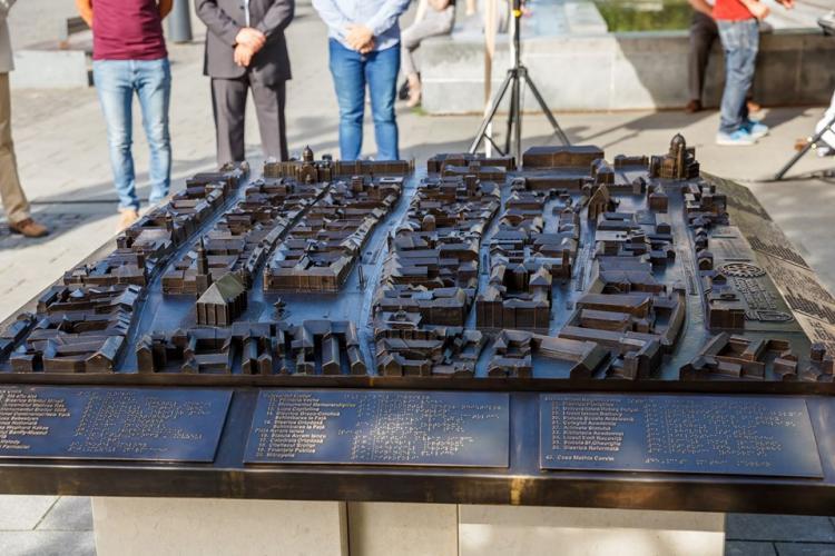 Boc a inaugurat o machetă din bronz a zonei centrale a Clujului, din care lipsește ... Piața Muzeului - FOTO