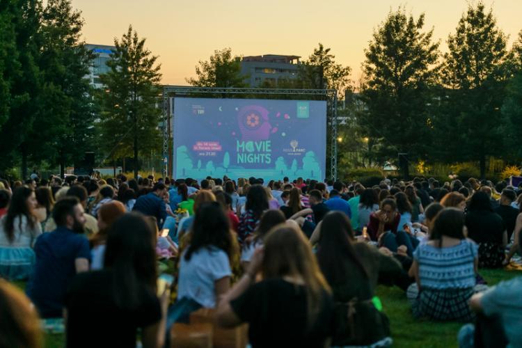 """Peste 1.200 de cinefili la prima proiecție """"Movie Nights"""",din Iulius Parc. Un tânăr și-a cerut iubita în căsătorie FOTO"""