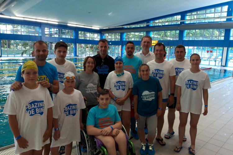 """Oameni cu suflet au înotat la Swimathon 2019 pentru refacerea bazei sportive de la Școala """"Liviu Rebreanu"""". Dorin Goga și-a donat un tricou - FOTO"""