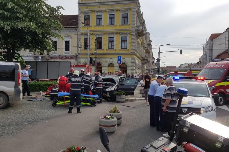 Accident GRAV in Piata Avram Iancu. Femeie călcată pe trotuar VIDEO