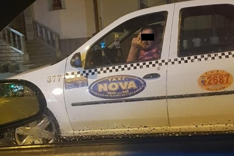 Cluj - Taximetrist făcând semne obscene unuia de la Uber. Reacții halucinante - FOTO