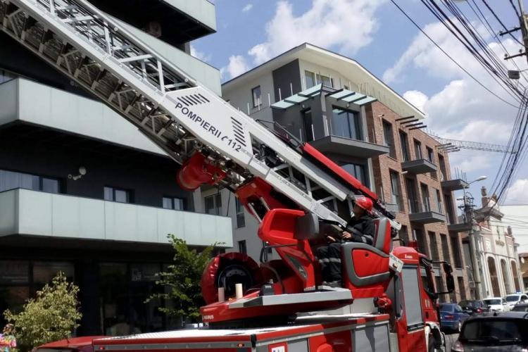 Incendiu pe strada Ploiești. A luat foc un balcon - FOTO