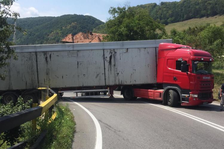 UPDATE - ATENȚIE, șoferi! Trafic îngreunat pe un drum din Cluj, din cauza unui accident FOTO