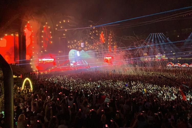 Armin Van Buuren și-a început show-ul de la UNTOLD cu imnul României cântat de o orchestră VIDEO