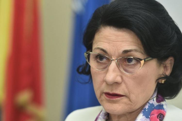Ministrul Educaţiei demis de Dăncilă, după ce a declarat că părinții au învățat-o să nu urce cu străinii în mașină
