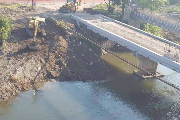 Clujenii se întreabă de ce se defrișează Someșul la Podul Porțelanului - FOTO