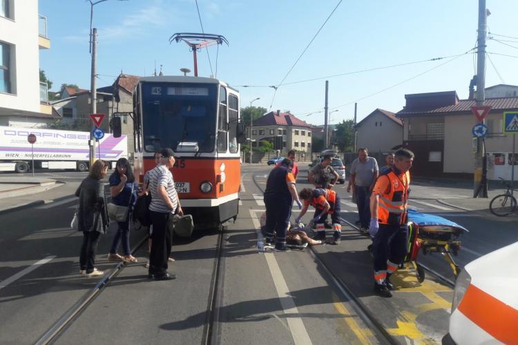 Clujean lovit de tramvai pe trecerea de pietoni FOTO