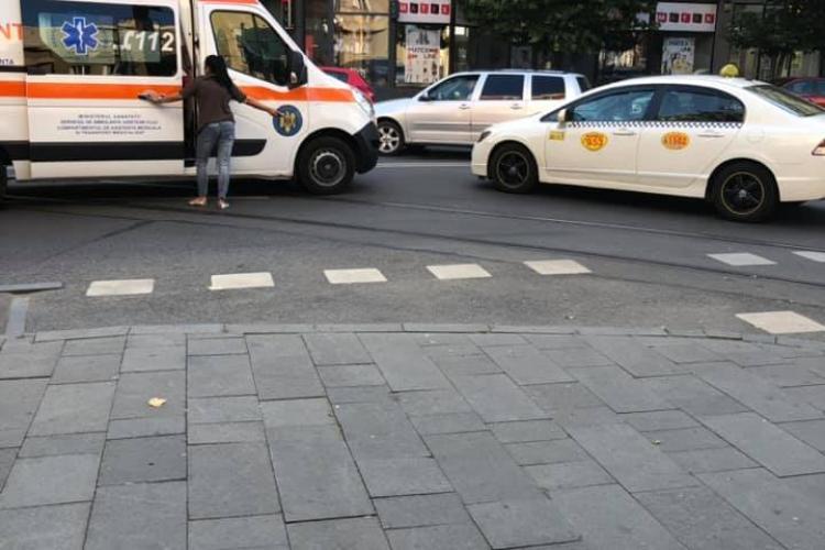 Accident în Piața Gării. Un pieton a fost lovit de taxi FOTO