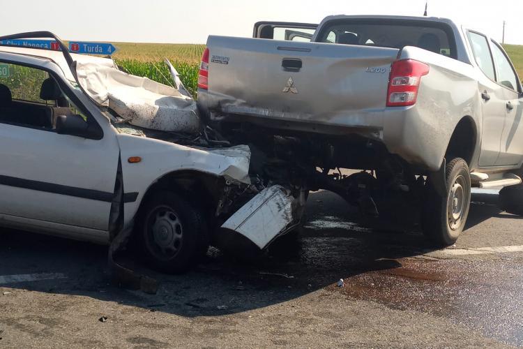 CLUJ: Neatenția în trafic poate costa! Un șofer de 73 de ani a ajuns la spital în urma unui accident FOTO