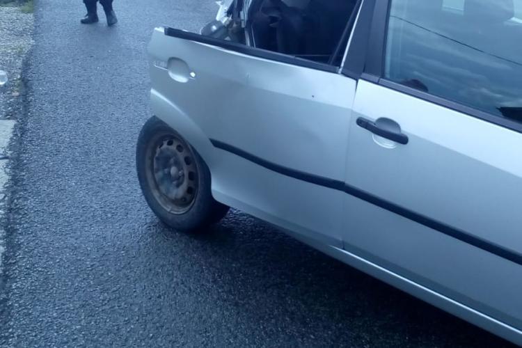 Accident la Iclod. Autoturism șifonat serios de un autocar - FOTO