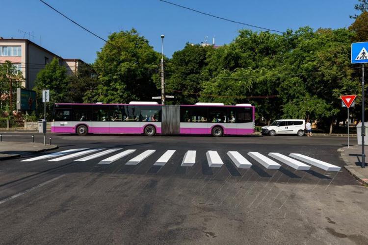 A apărut prima trecere de pietoni cu marcaj orizontal 3D din Cluj-Napoca, în zona Parcului Central FOTO