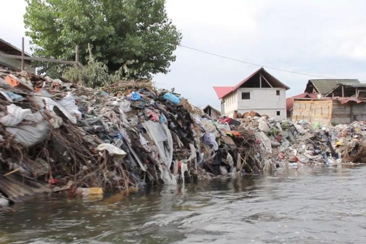 Primăria Florești, amendată cu 75.000 lei pentru depozitele de deșeuri de pe Someșul Mic