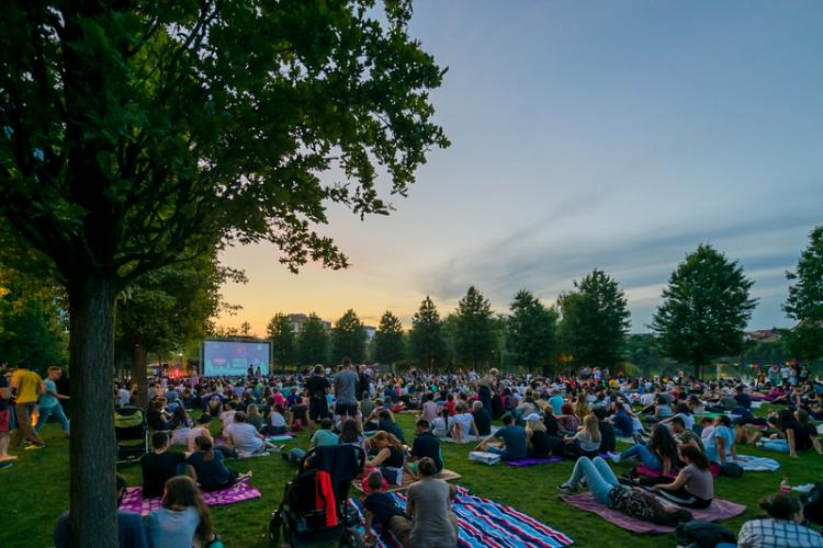 Zi relaxantă de vineri, în Iulius Parc: Zen Evening by The Lake și Movie Nights