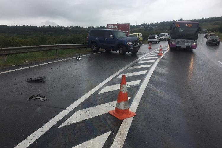 Ploaia le dă bătăi de cap șoferilor clujeni: Accident cu o victimă pe Feleac FOTO