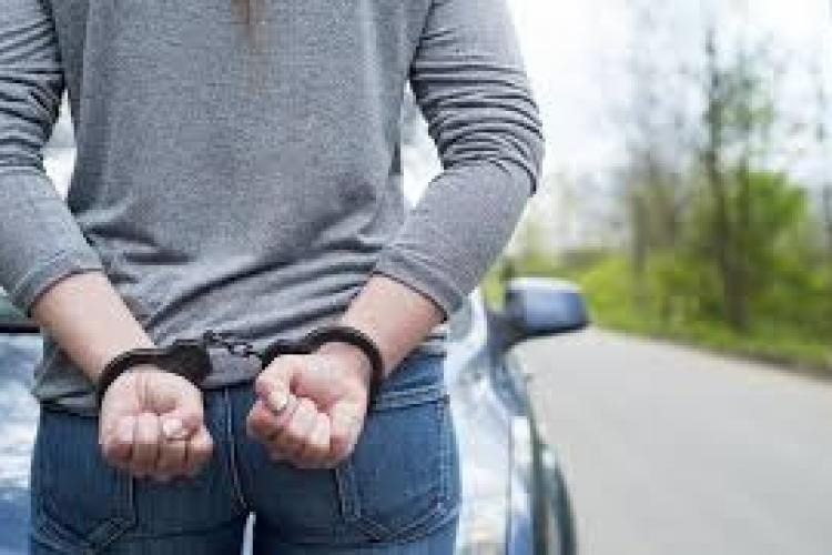 CLUJ: Hoață arestată după ce a dat o lovitură de aproape 8.000 de euro. Cum au prins-o polițiștii