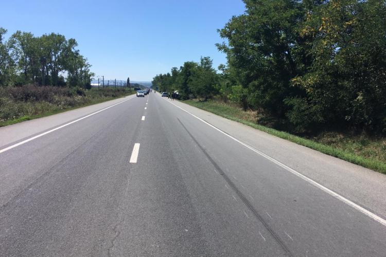 La un pas de tragedie la Jucu. Un șofer s-a răsturnat cu mașina pentru a evita o căprioară FOTO