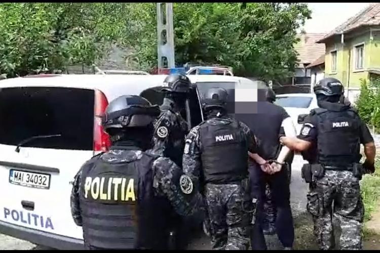 """Infractor dat în urmărire internațională, prins la Cluj! A fost """"săltat"""" de mascați VIDEO"""