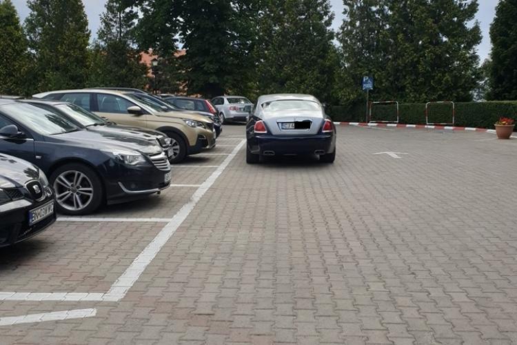 """Un """"țăran"""" din Cluj și-a luat Rolls Royce și l-a parcat așa - FOTO"""