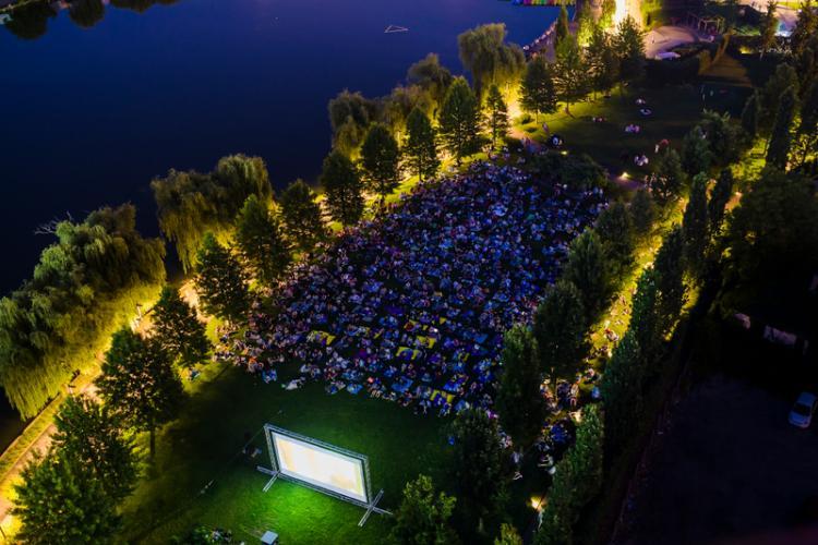 Cinefilii sunt invitați la Movie Nights, vineri, în Iulius Parc