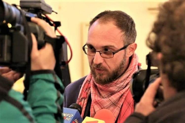 Taximetristul acuzat că l-a lovit pe scriitorul clujean Gabriel Bota susține că el a fost cel AGRESAT fizic și verbal