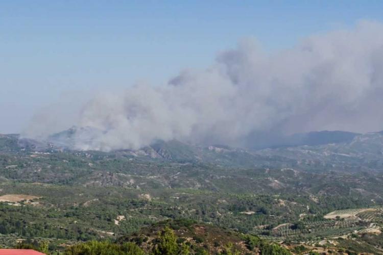 MAE avertizează românii care călătoresc în Grecia: Risc ridicat de incendii de vegetaţie pentru insula Rhodos