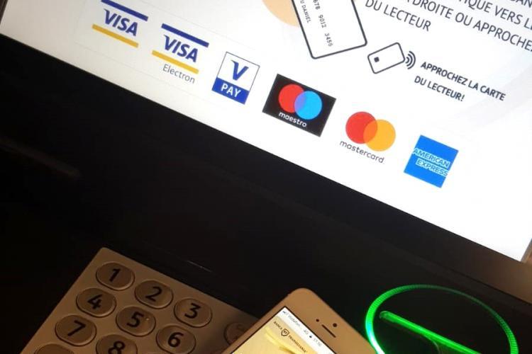 Banca Transilvania, singura bancă din România de la care poți retrage bani din ATM contactless, cu telefonul