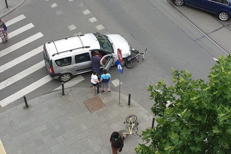 Accident pe strada Horea! Un copil a fost lovit în timp ce mergea pe bicicletă FOTO