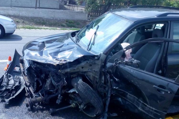 UPDATE Șase persoane au fost rănite / Accident grav pe un drum din Cluj, între un TIR și două autoturisme FOTO
