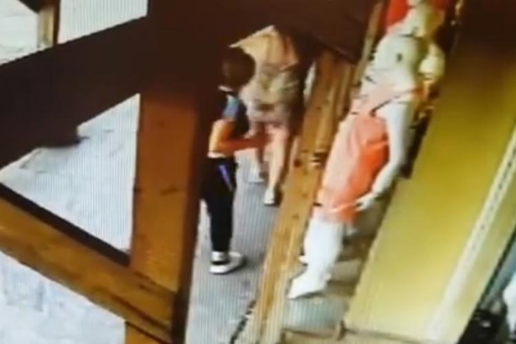 Hoațele adolescente prinse în flagrant la Sora terorizează clujenii, dar legea nu le poate face nimic. Au bătut și o fată pe stradă VIDEO