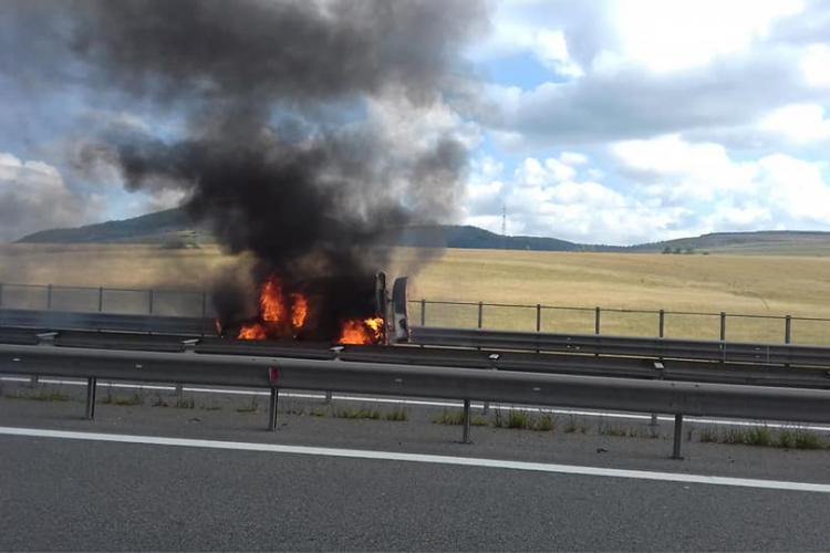 Autoturism în flăcări pe Autostrada A3 FOTO