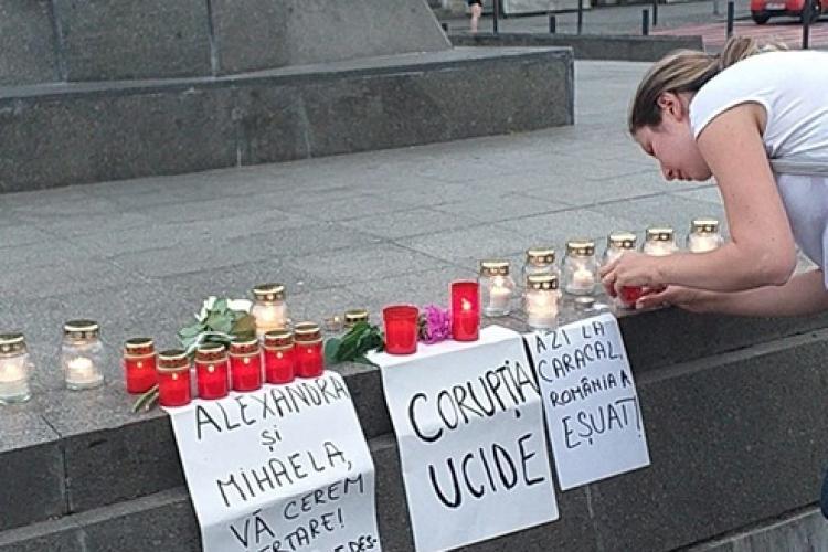 Protest în centrul Clujului, în memoria fetelor ucise la Caracal: Mihaela și Alexandra, iertați-ne! FOTO