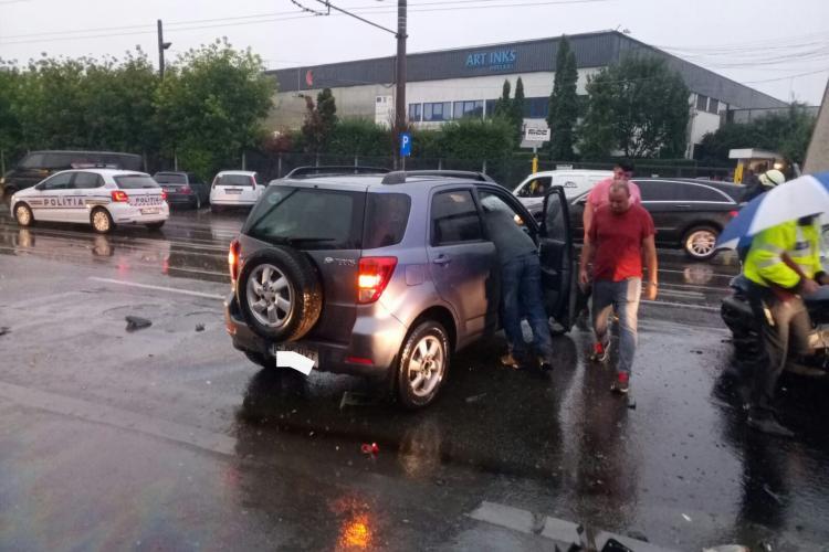 Accident pe Bulevardul Muncii! Trei persoane au fost rănite - FOTO